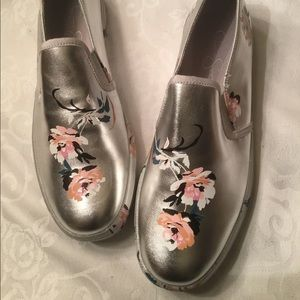 Jessica Simpson silver/flowered sneakers 9.5